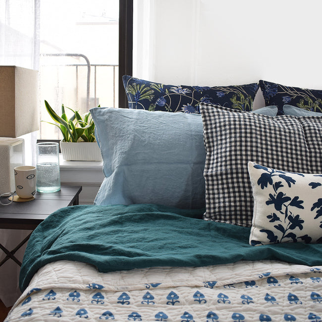 Linge Particulier Scandinavian Blue Standard Linen Pillowcase Sham with blue quilt and green linen sheet for a colorful linen bedding look in grey blue - Collyer's Mansion