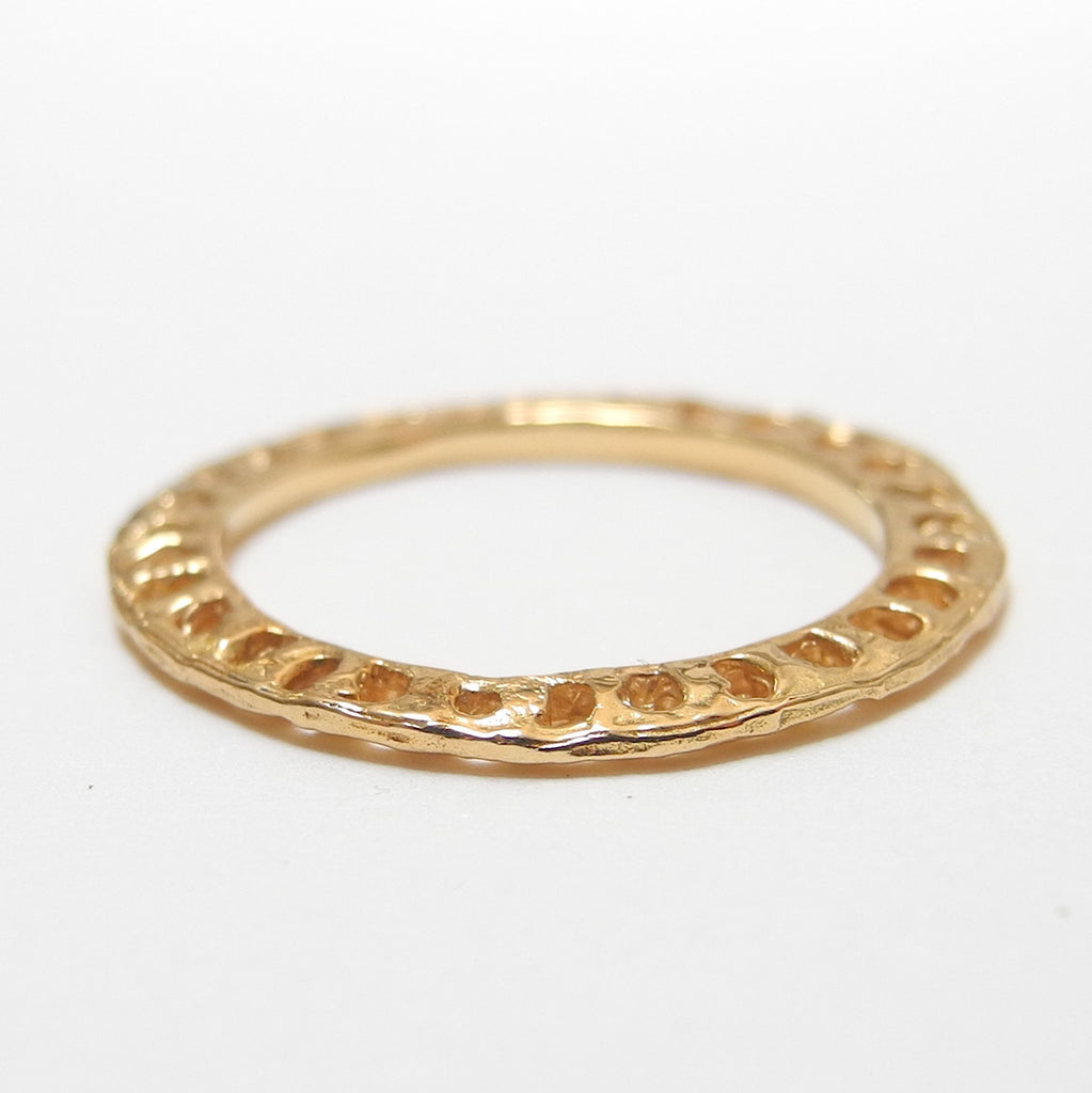 18k Gold Diamond Inlaid Flat Ring