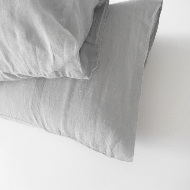 Linge Particulier Cloud Grey Standard Linen Pillowcase Sham for a colorful linen bedding look in light grey - Collyer's Mansion