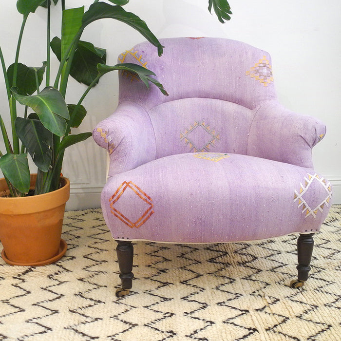 Floor Model Sale Tulip Chair, purple Moroccan rug