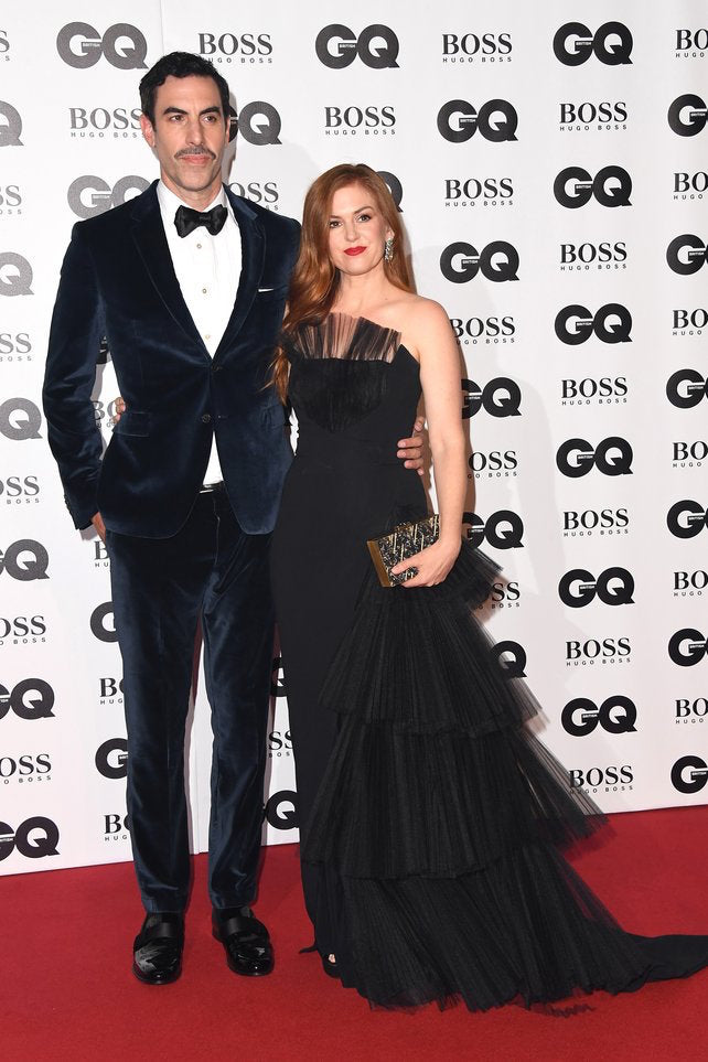 Isla Fisher Carries the 'Ciggones' to the 2018 GQ Men of the Year Awards