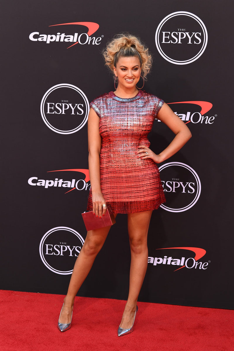 Tori Kelly carries the  'Ludlow' to the 2019 ESPYS Awards in New York