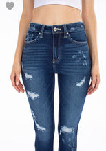 Load image into Gallery viewer, Kancan distressed skinnies