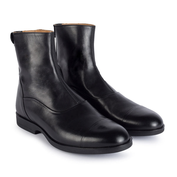 1003<br>Short boots in black calf leather