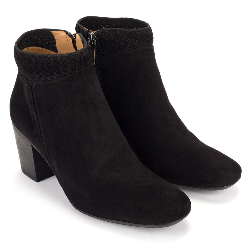 ZOE 56016<br>Black ankle boots