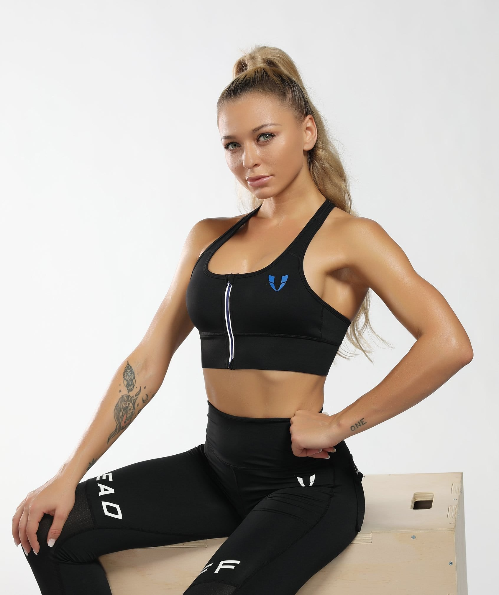Zip Up Sports Bra - Black - Firm Abs Fitness