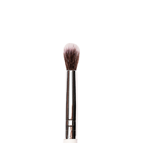 P24 - Medium Tapered Eyeshadow Blending Brush - Plume Beauty