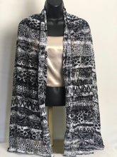 Load image into Gallery viewer, B&W Flair Scarffie with Pocket Sleeves