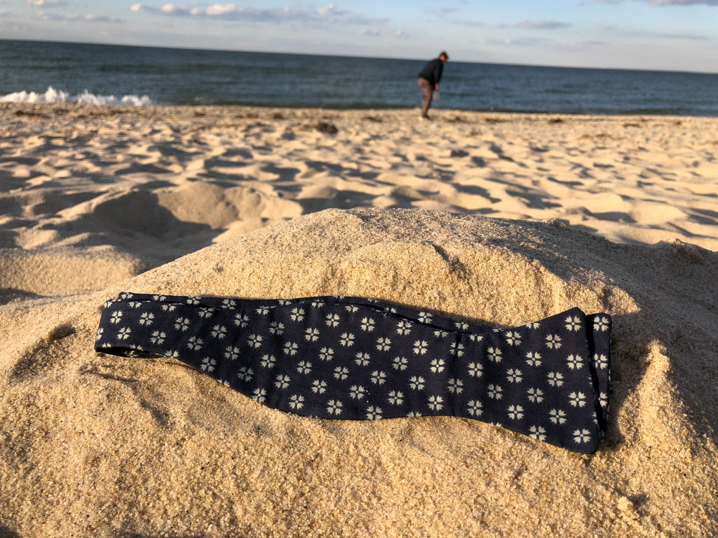 Navy blue bow tie with light blue explosions