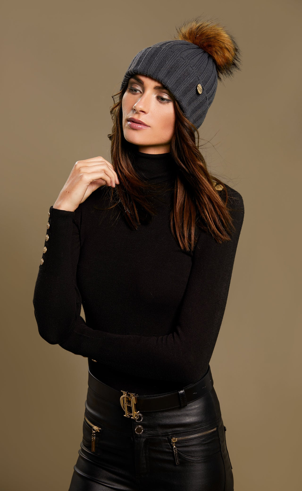 Acrylic Cable Knit Bobble Hat (Charcoal)