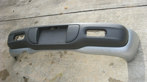 01-05 PT CRUISER REAR BUMPER COVER  -- SILVER IN COLOR -- PNT CODE -- PS2 -- ON THE DOOR  ---  OEM