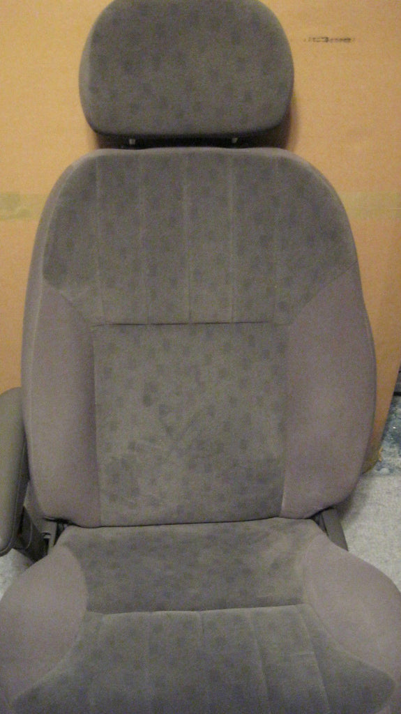 01-05 PT CRUISER DRIVER SIDE FRONT SEAT---CLOTH-- GRAY IN COLOR -- OEM