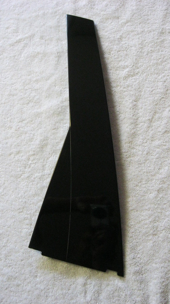 01-05 PT CRUISER DRIVER SIDE EXTERIOR REAR TRIM COVER FRONT OF GLASS --- BLACK --- OEM