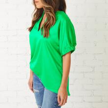 Betsy V-Neck Top Kelly Green