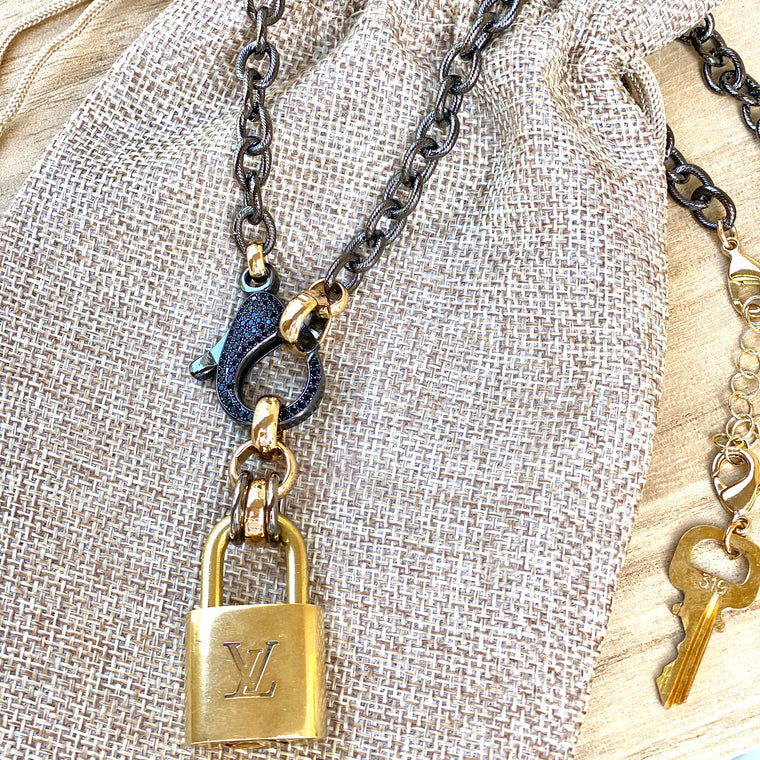 Noir Claw Clasp Louis Lock Necklace