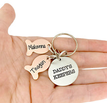 Load image into Gallery viewer, Daddy's Keepers Fishing Keychain