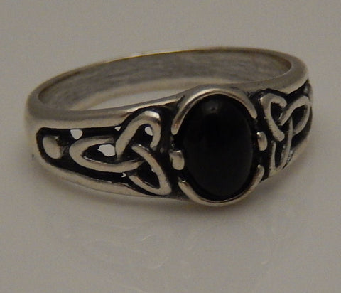 Celtic Triquetra Ring in .925 Sterling Silver - Triskele Goddess Ring - Trinity knot ring with natural Black Onyx to bring balance