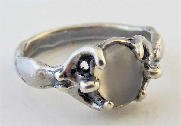 ISIS EGYPTIAN Moon GODDESS Ring in .925 Sterling Silver w/ Natural Moonstone gemstone - EARTH DREAMER Ring