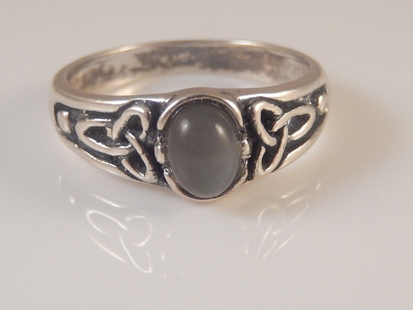 Celtic Triquetra Ring in .925 Sterling Silver - Trinity knot ring with natural Gray Moonstone