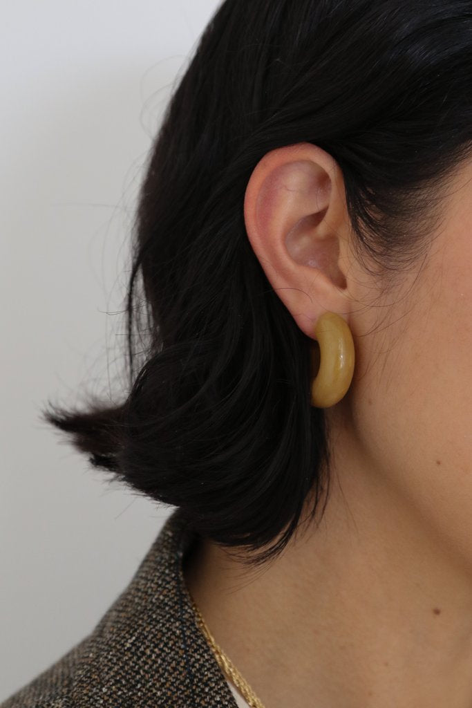 Lisbeth Mini Caramel Acrylic Hoop Earrings