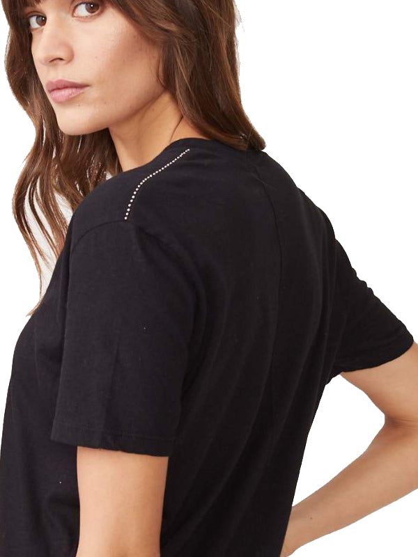 Relaxed V W/ Outline Stud in Black