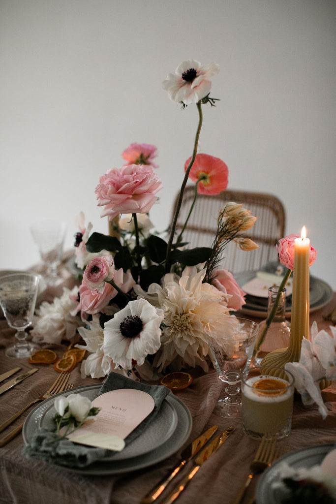 BY HAND, A HOW-TO GUIDE TO ELEVATE YOUR DINING TABLE THIS FESTIVE SEASON WITH FOR LOVE & LIVING