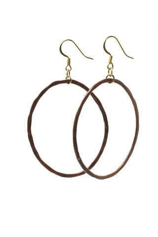 These hammered copper hoop earrings have an oblong shape and are handmade. This is a fairtrade product from Thailand.
