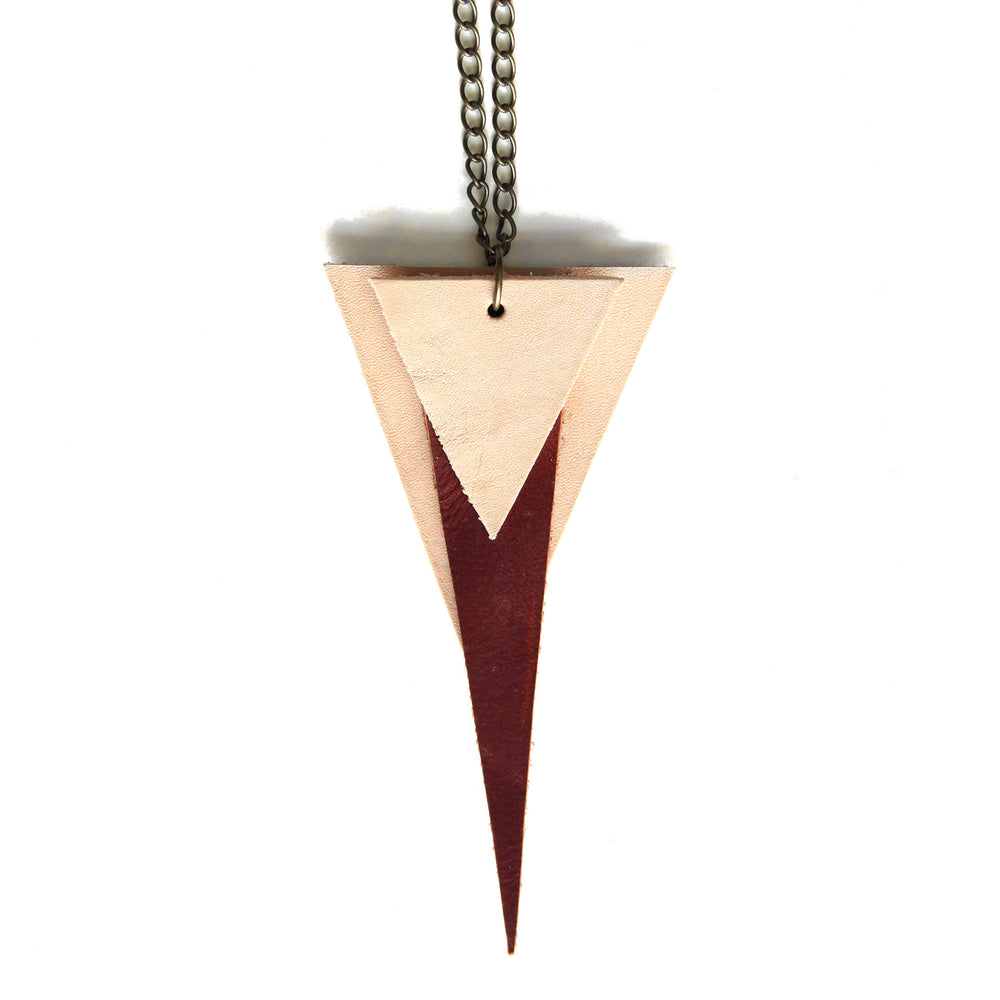 Deco triangle necklace with natural and chestnut brown leather, close up view