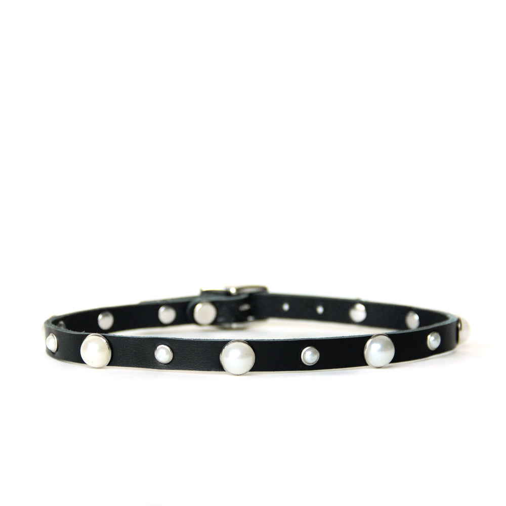 Black choker shown on a white background. Pearls are trimmed in silver.