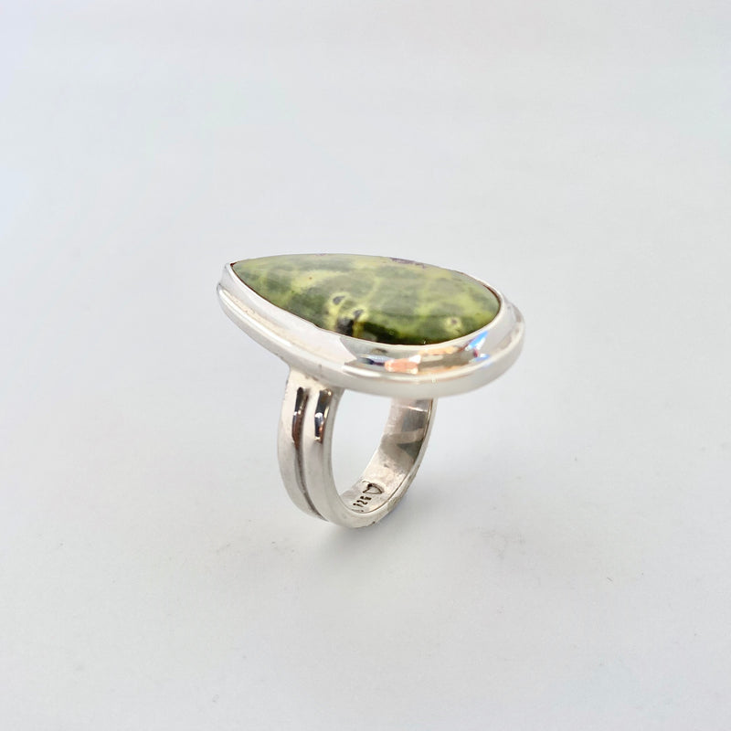 Pear Stichtite + Serpentine Ring