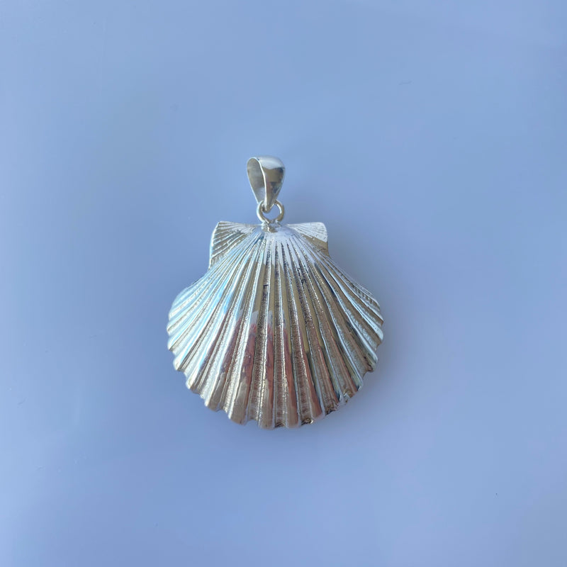 Rounded Scallop pendant