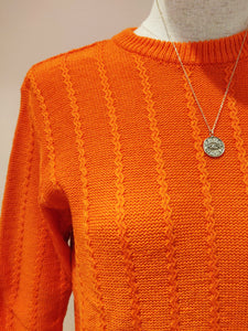 Pull orange ceinturé