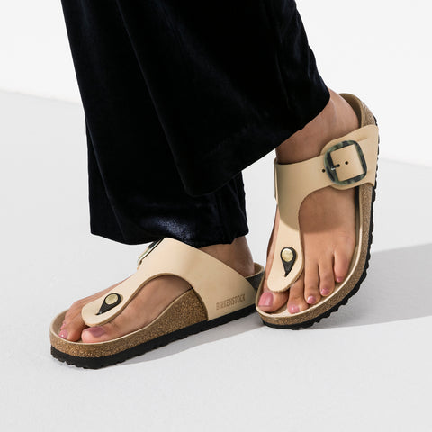 Birkenstock - Gizeh Big Buckle Almond