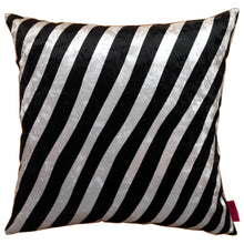 Load image into Gallery viewer, Cushion zebra cushion, Zebra kudde randig vit svart