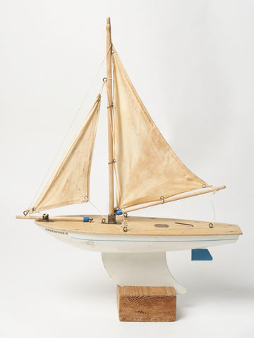 Vintage Endeavour Pond Yacht on stand
