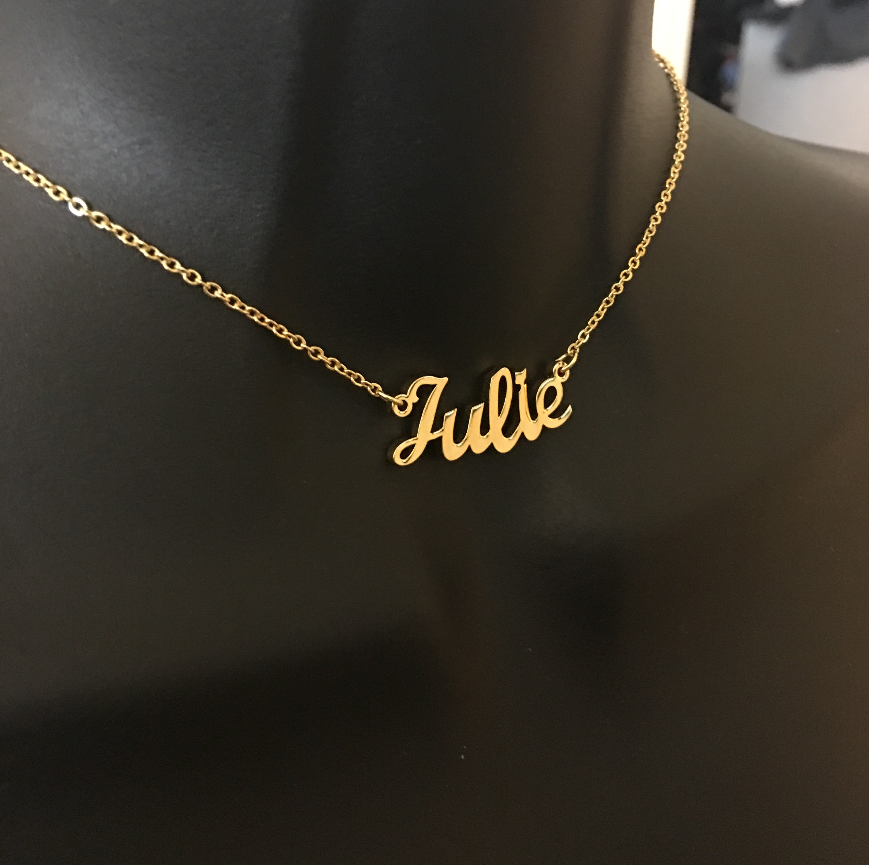 Personalized, curved name necklace