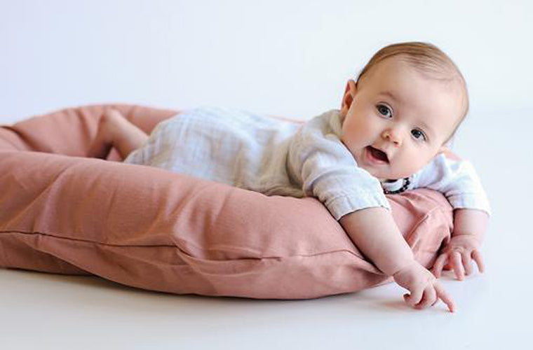 snuggle me organic baby linen lounger in rosewood