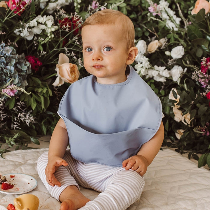 Snuggle Bib Waterproof in Sky