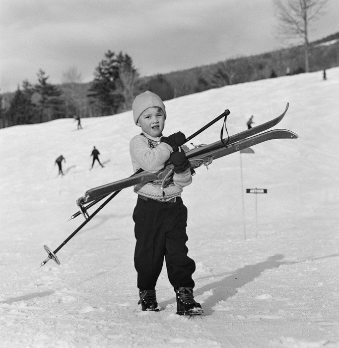 New England Skiing by Slim Aarons - Getty Images Gallery - C-Type Fine Art Print - globalimages.art - 1