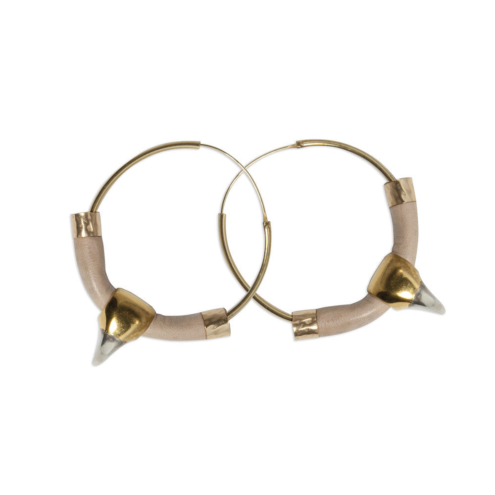 FOSSIL COLOURED LEATHER SABRE HOOPS.