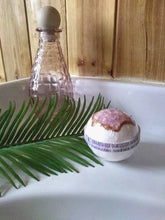 Load image into Gallery viewer, Luna Rosa Geode Soap - Pink Bathbomb