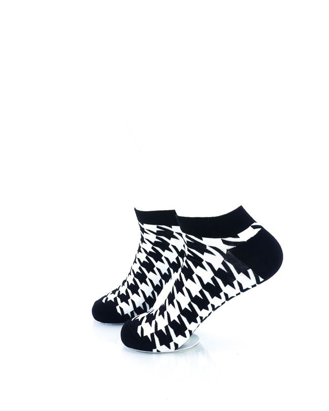 CoolDeSocks Black and White Houndstooth Ankle Socks left view image