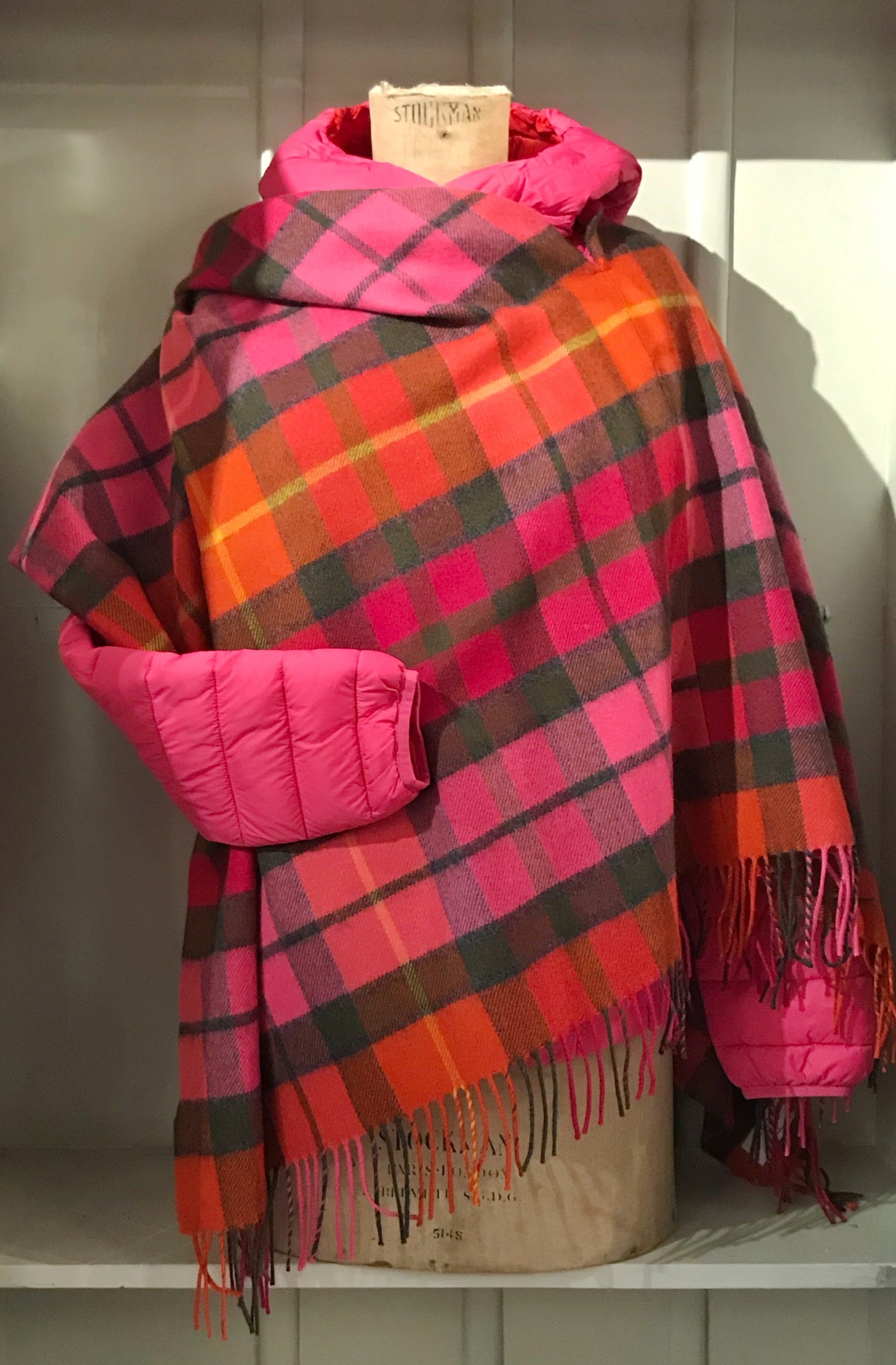 Loch Carron Georgia Poncho Buchanan Rose