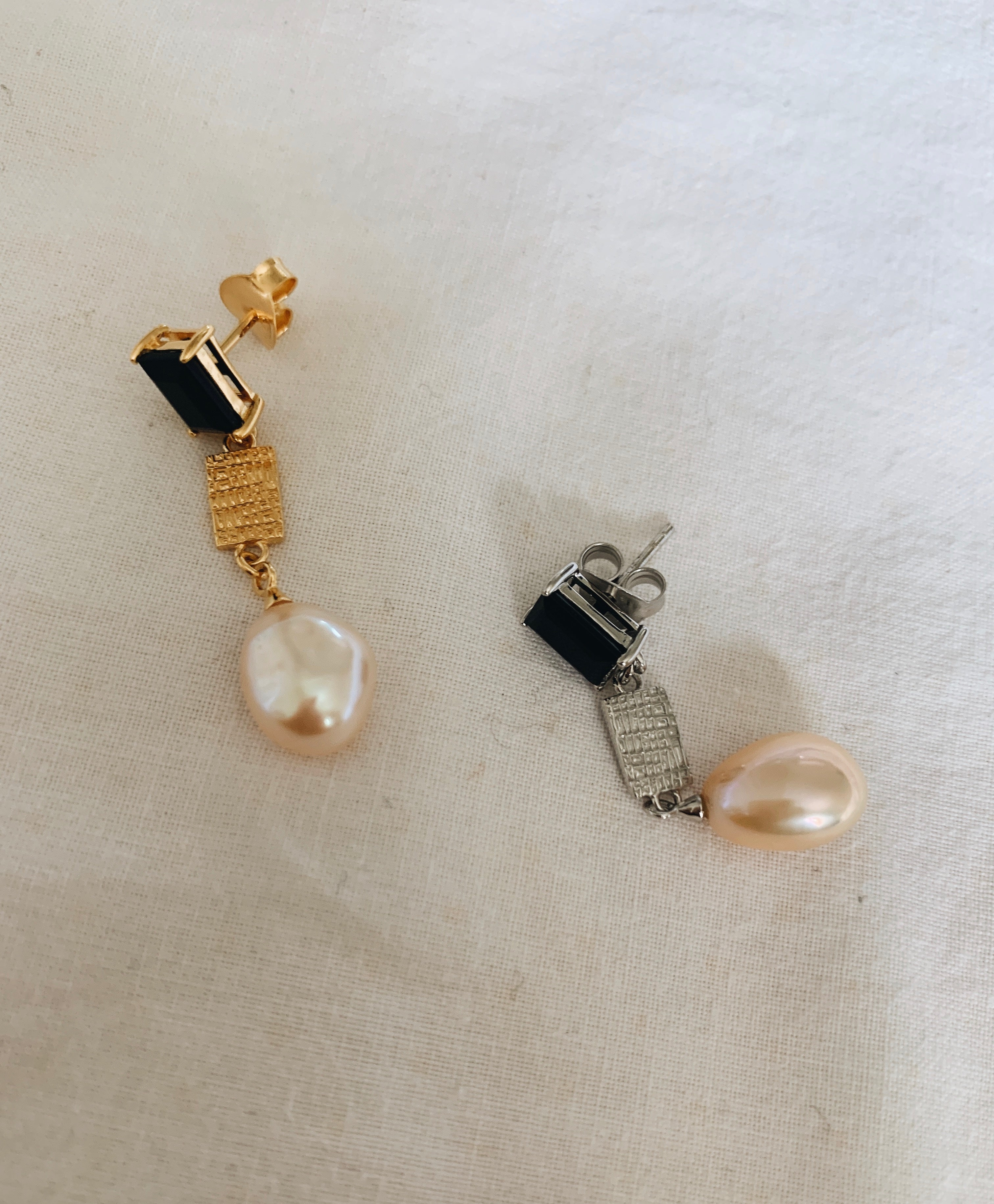 Gold plated dangling pearl earring with black onyx stone
