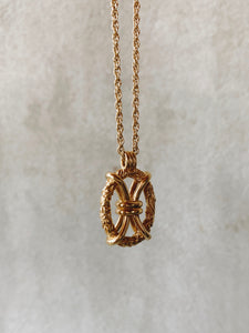 Roze Amélie vintage inspired pendant necklace with knot design and flower motif made of gold plated sterling silver
