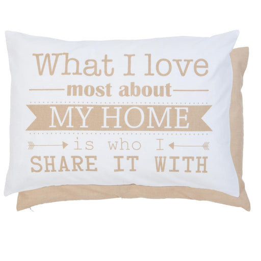 "Kussen ""What I love most about my home is who I share it with"" - creme naturel"