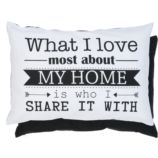 "Kussen ""What I love most about my home is who I share it with"" - zwart"