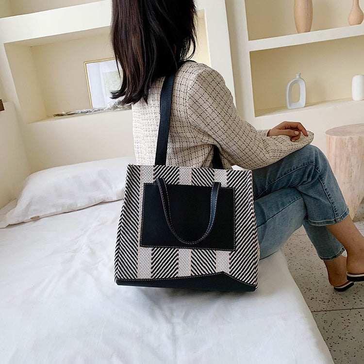 【数量限定】front pocket plaid tote bag