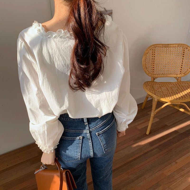 square lace milk blouse