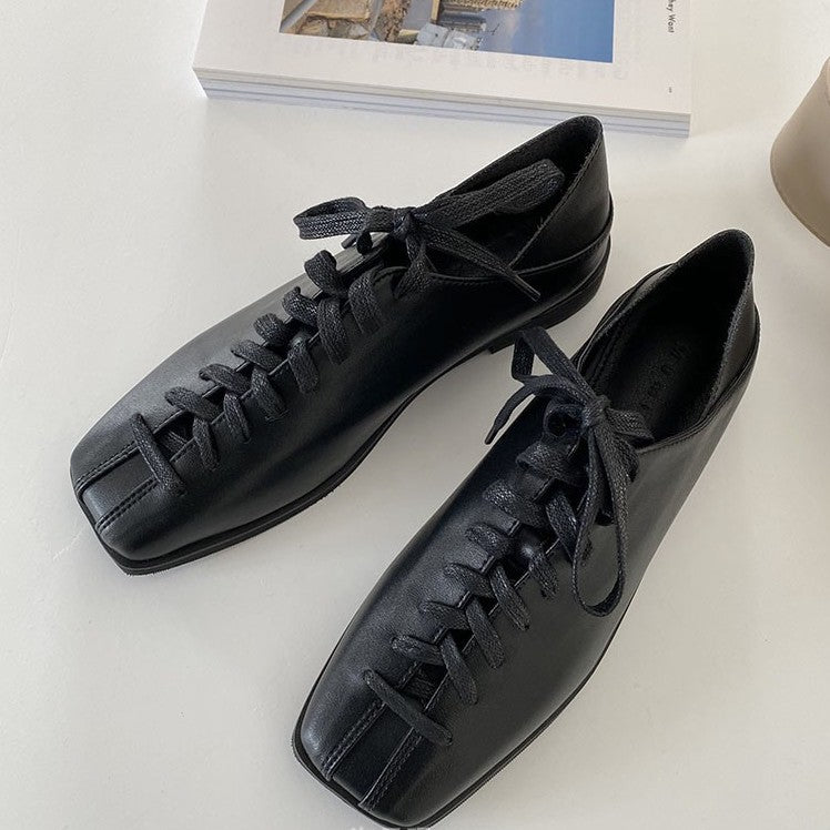 square toes lace up loafer